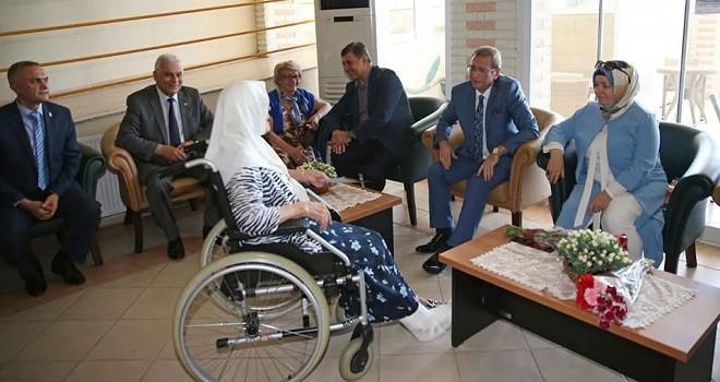 Kaymakam Çalışır ve Başkan Tugay yaşlıları ziyaret etti