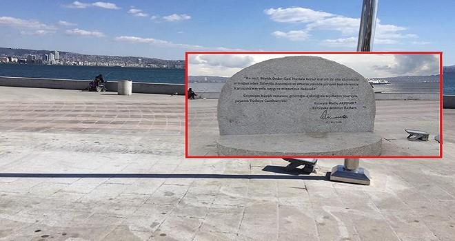 Kamuoyu baskısıyla Karşıyaka Anıtı'ndaki yazıt kaldırıldı