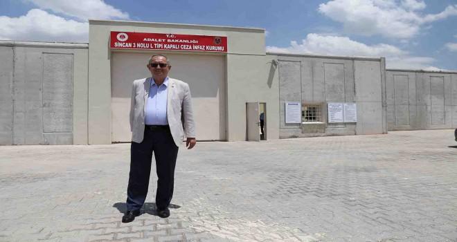 Atila Sertel tutuklu meslektaşı Müyesser Yıldız'ı ziyaret etti