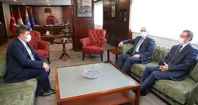 İzmir Valisi Karşıyaka Belediyesi'ni ziyaret etti