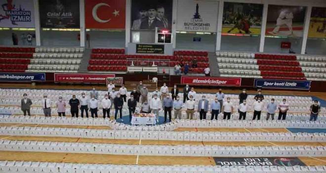 İzmir Büyükşehir Belediyesi'nden amatör spor kulüplerine ve antrenörlerine destek