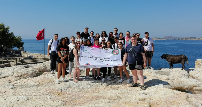 Karşıyakalı ve Alman öğrenciler birlikte Foça'yı gezdi