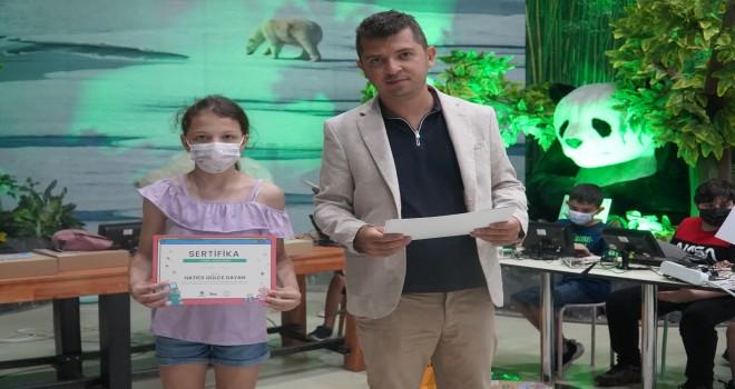 Öğrenciler Temel Kodlama Eğitimi sertifikalarını aldı