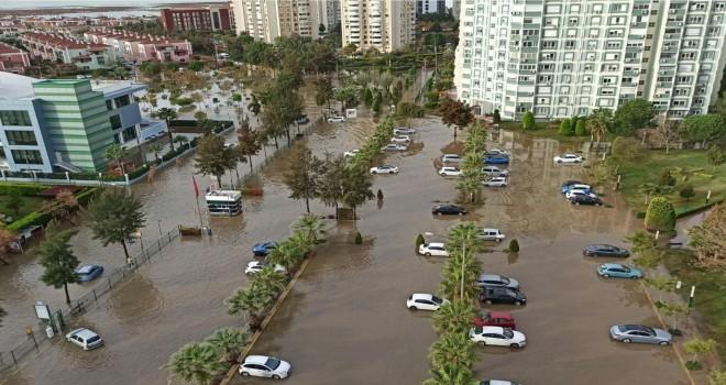 Karşıyaka'ya 4 günde metrekareye 80.9 kg yağış