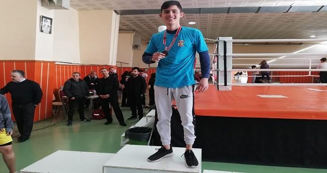 Bostanlısporlu Sercan Muay Thai'de 3. oldu...