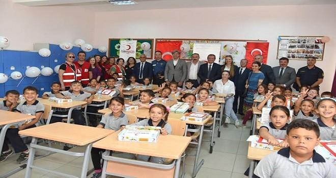 Türk Kızılay'ından Karşıyaka'da 703 öğrenciye destek