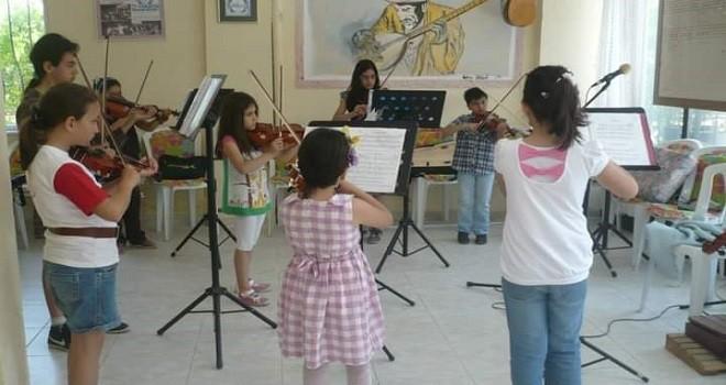 Karşıyaka Sanat Derneği, çocuklara keman çalmayı öğretecek