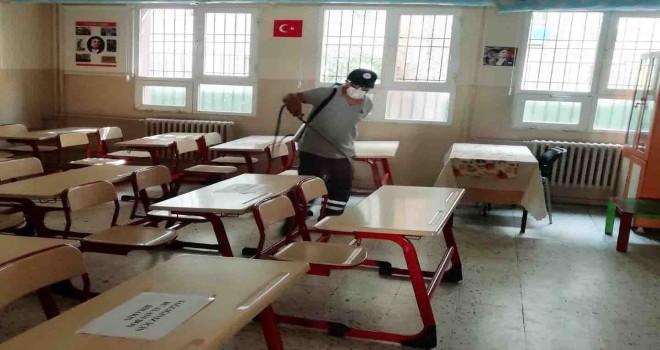Karşıyaka'daki devlet okulları dezenfekte ediliyor