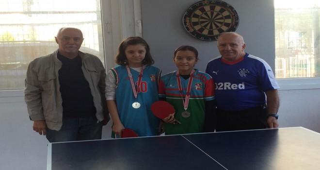 Bostanlıspor'un ikizleri Masa tenisinde şampiyon oldu