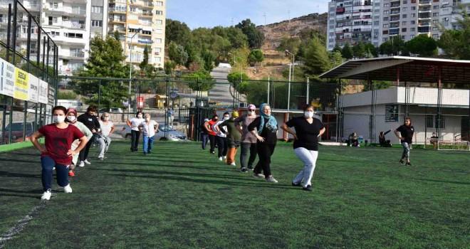 Çiğli'de kadınlar sabah sporunda buluşuyor
