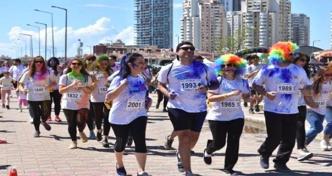 Colorsky 5K Renkli Koşu Festivali Karşıyaka'da düzenlendi