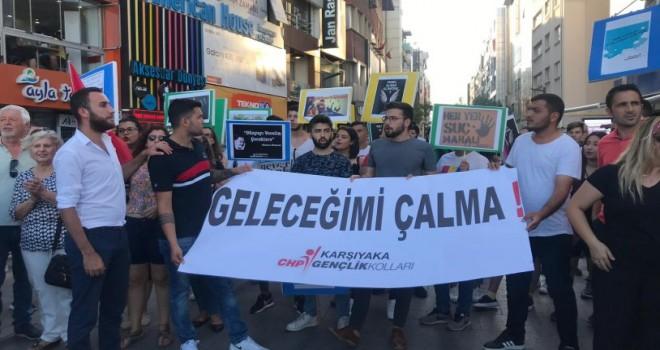 CHP Karşıyaka'da gençler çocuk istismarına tepki için yürüdü