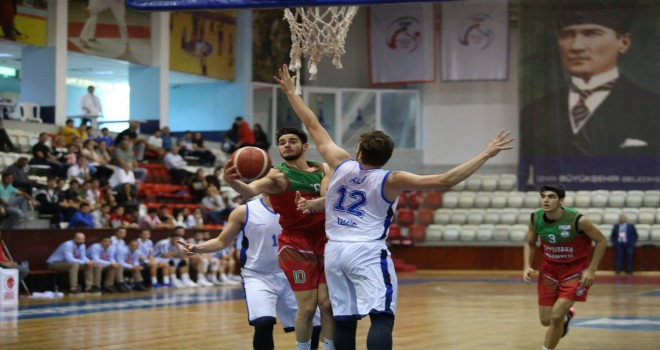 Karşıyaka Belediyespor ilk galibiyetini Büyükşehir'den aldı