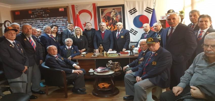MHP Karşıyaka İlçe Teşkilatı'ndan Muharip Gaziler'e ziyaret