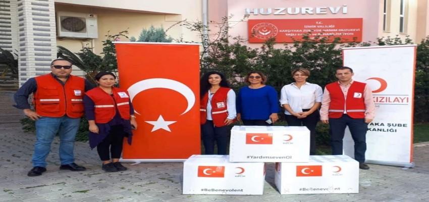 Karşıyaka Kızılay'dan Zübeyde Hanım Huzurevi'ne giysi yardım kolileri