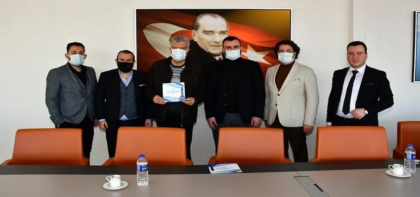 Ali Engin'den İZVAK için Karşıyakalı adaya açık destek