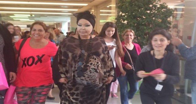 Diva, yaz alışverişini İzmir'de yaptı