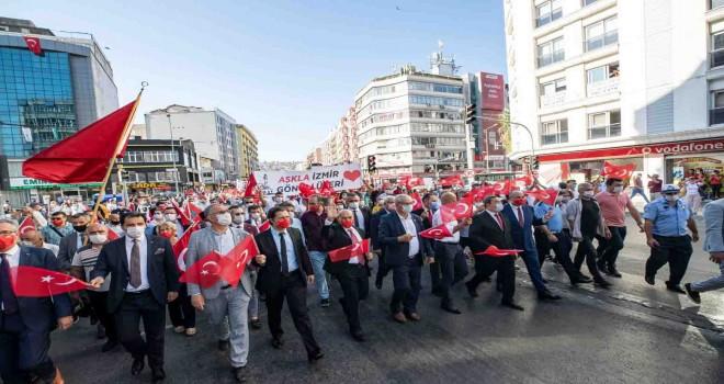 Binlerce İzmirliden zafer yürüyüşü