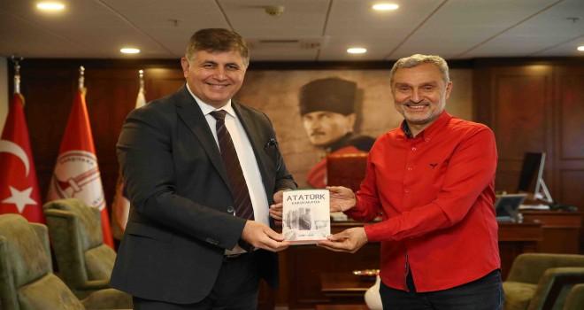 Ahmet Diker'in yeni kitabı ''Atatürk Karşıyaka'da'' raflarda yerini aldı