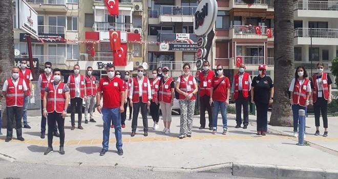 Türk Kızılay Karşıyaka, Cumhurbaşkanı'nın hediyelerini dağıttı...