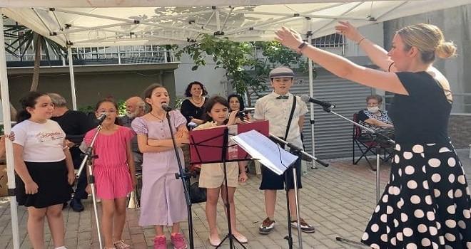 Karşıyaka Çocuk Korosu ilk konserini verdi