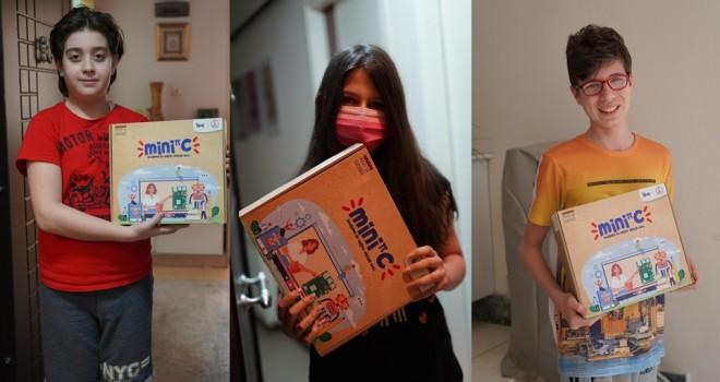 Karşıyaka'da 100 çocuğa mini bilgisayar hediye edildi