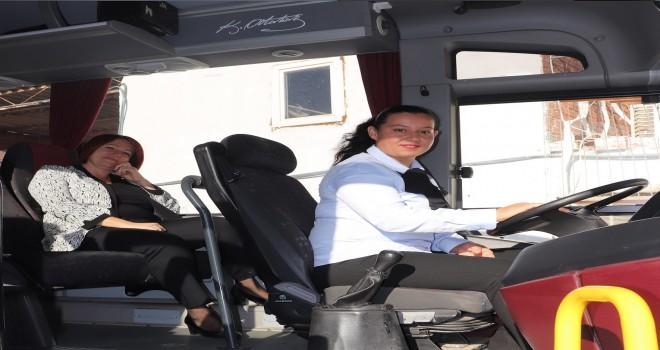 Karaburun'da toplu taşımaya da kadın eli