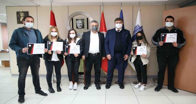 Karşıyaka'da eczane destek personeli yetişiyor