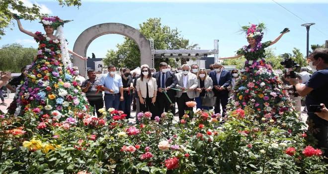 Karşıyaka Çiçek Pazarı açıldı