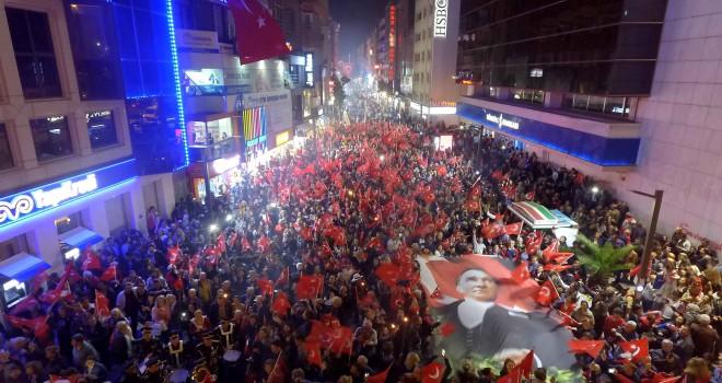 Karşıyaka'da Cumhuriyet Bayramı'na dört dörtlük kutlama