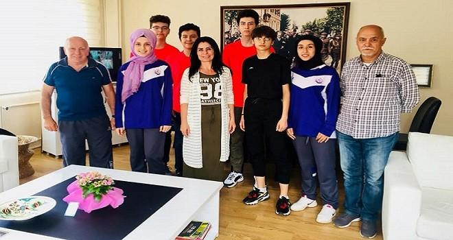 Şampiyonlar, Karşıyaka Halk Eğitim Müdürü'nü ziyaret etti