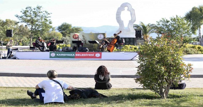 Karşıyaka'da açık havada klasik müzik keyfi