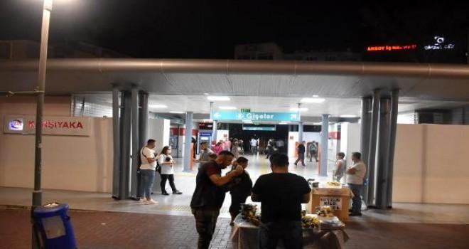 Karşıyaka'da raylara atlayan kişi hayatını kaybetti