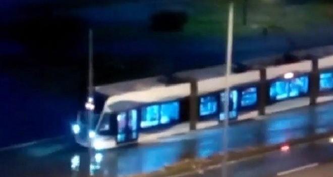 Fırtına tramvay seferlerini durdurdu...