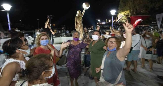 Dikili'de Kadın Hakları Parkı ve İlk Kadın Heykeli açıldı