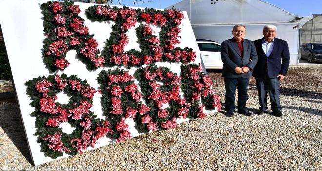 Çiçeklerle ''Aziz Baba'' yazdılar...