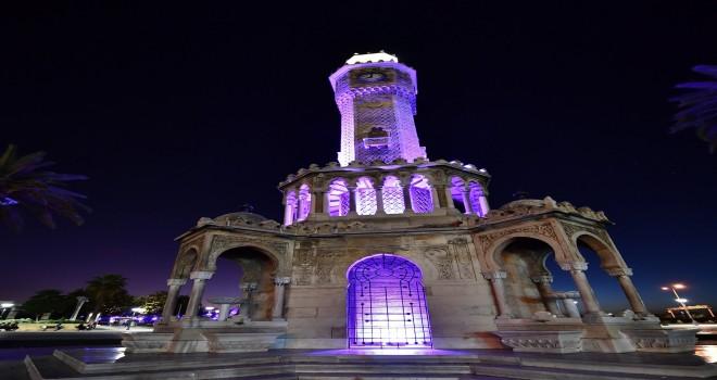 Saat Kulesi mora bürünüyor