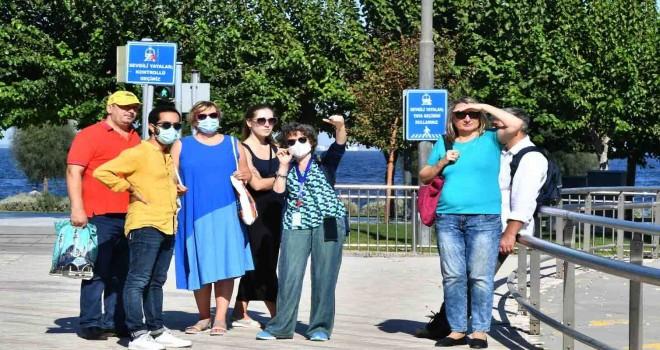 Uluslararası Kültür Zirvesi'nin konukları İzmir'i adımladı