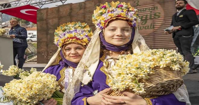 Karaburun'da, çiçek üreticileri sıkıntılı bir sezon geçiriyor