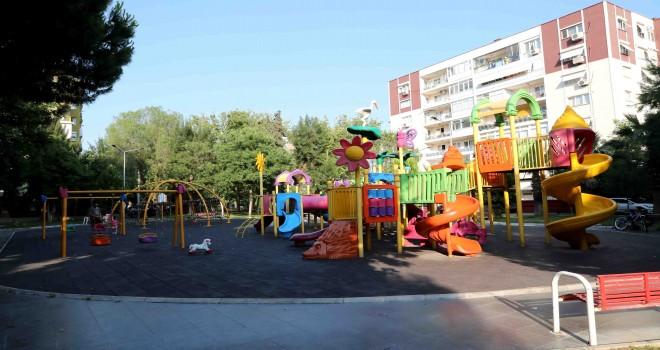 Bayraklı'nın parkları yenileniyor