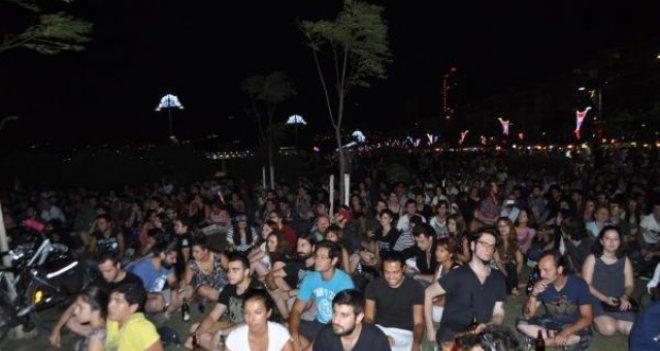 Gezi'de ölenler Gündoğdu Meydanı'nda anıldı