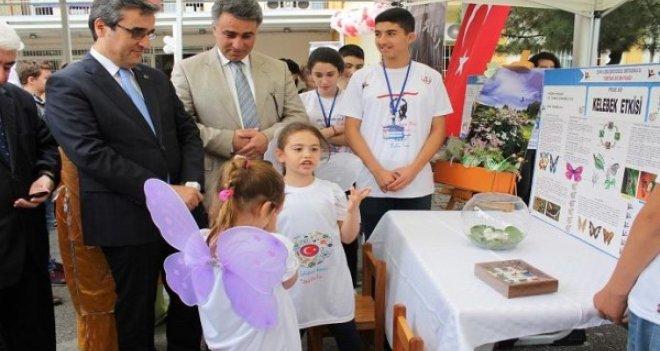Genç bilim adamları eserlerini Karşıyaka'da sergiledi