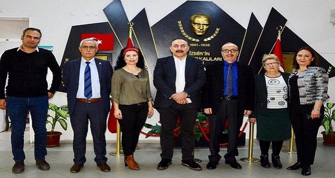 İslamoğlu, Karşıyaka Halk Eğitim'i ziyaret etti