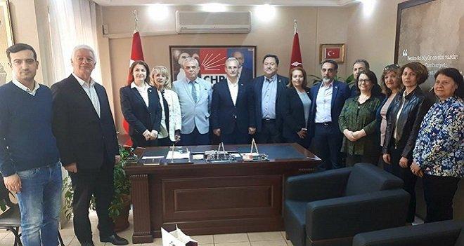 İYİ Parti Karşıyaka İlçe Yönetimi CHP'yi ziyaret etti
