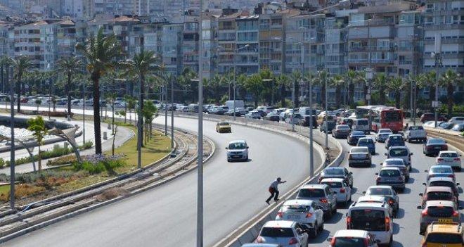 İzmir'de trafiğe kaydı yapılan taşıt sayısı azaldı