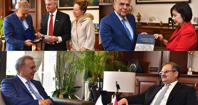 İzmir'e yapılan diplomatik ziyaretler yoğunlaştı
