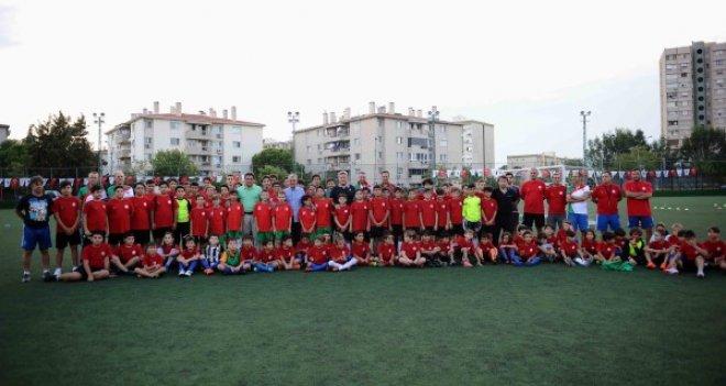 Karşıyaka Belediyesi Yaz Okulları törenle sona erdi