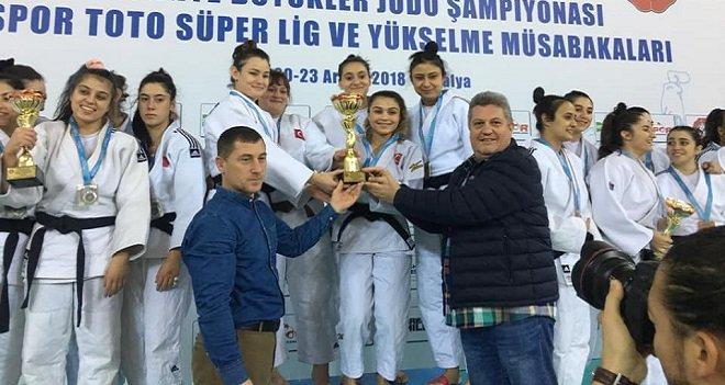 Karşıyaka Belediyespor judo bayanlarda süper lige yükseldi
