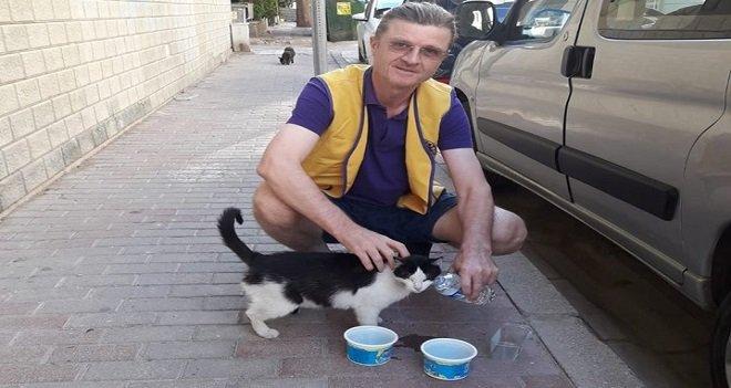 Karşıyaka Yalı Lions Kulübü'nden sokak hayvanlarına cansuyu...