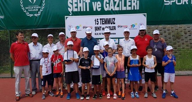 Karşıyaka'da 15 Temmuz Tenis Şöleni sona erdi